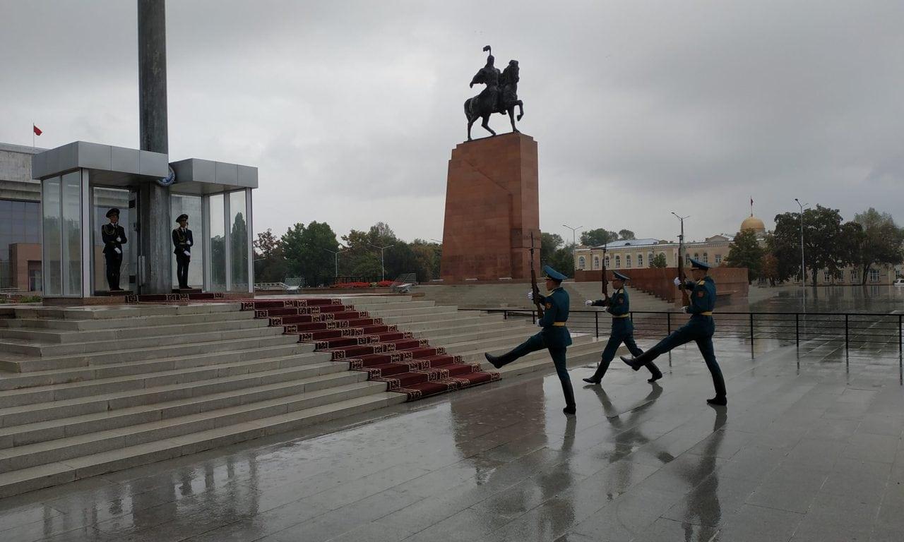 Relève de la garde kirghize