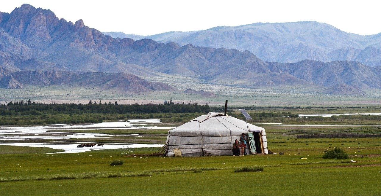 Yourte près de l'Altai en Mongolie