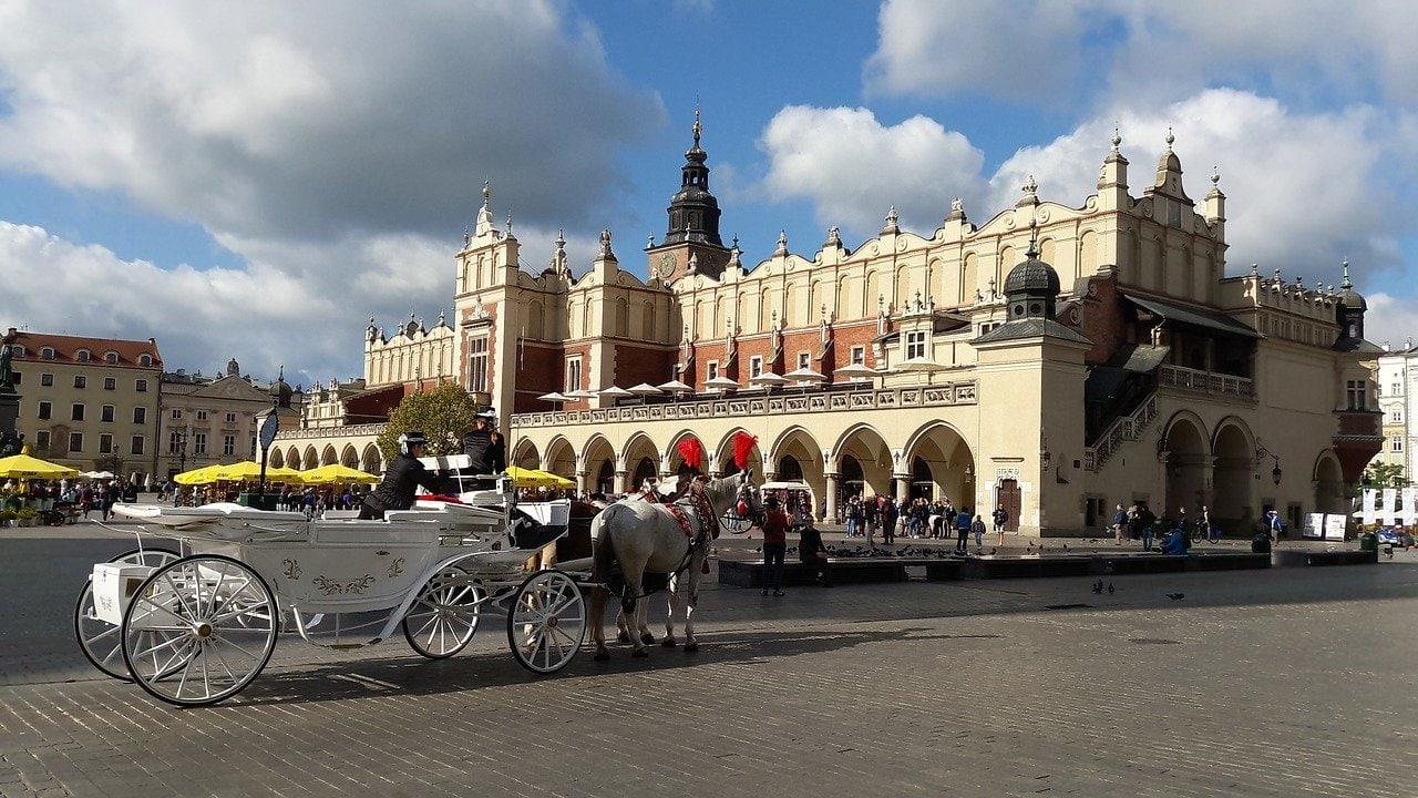 la halle aux draps sukiennice à Cracovie